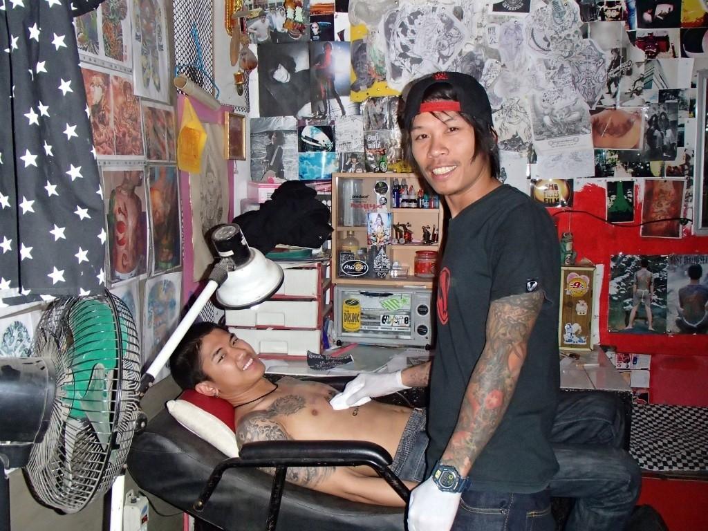 Mango satan dükkanın yanında dövme yaptırabilirsiniz :)